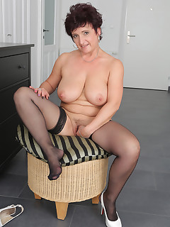 Older Women Stockings Pictures