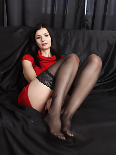 Mature Pictures Featuring 31 Year Old Helena Black From AllOver30