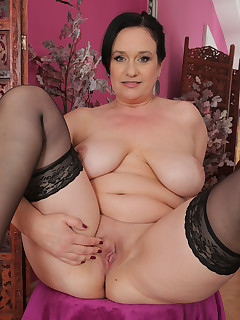 Mature Pictures Featuring 48 Year Old Ria Black From AllOver30