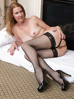 Mature Pictures Featuring 48 Year Old Lacy F From AllOver30