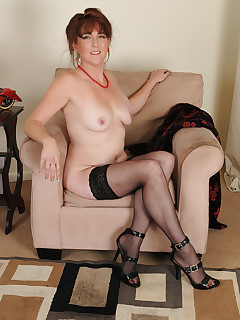 Mature Pictures Featuring 42 Year Old Gypsy Lee From AllOver30