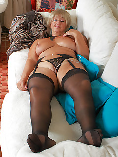 Mature Pictures Featuring 62 Year Old Samantha T From AllOver30