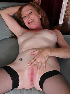 Mature Pictures Featuring 48 Year Old Tami Estelle From AllOver30