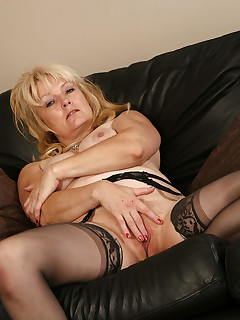 AllOver30.com - Introducing 50 year old Cindy W