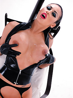 Slut in latex is a rather kinky bitch