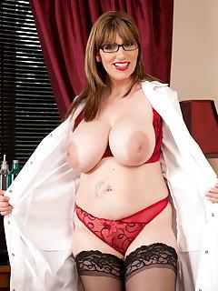Anilos.com - Freshest mature women on the net featuring Anilos Josephine James mature naked