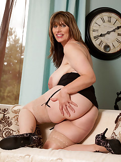 Anilos.com - Freshest mature women on the net featuring Anilos Josephine James breast mature