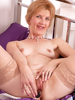 Anilos.com - Freshest mature women on the net featuring Anilos Poppy free anilos