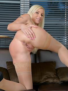 Anilos.com - Freshest mature women on the net featuring Anilos Vanessa Hell friends hot moms