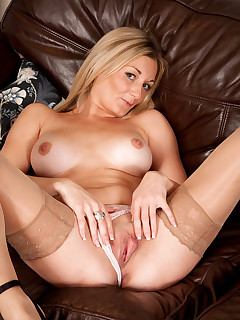 Anilos.com - Freshest mature women on the net featuring Anilos Scarlet hot cougars