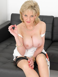 Lady Sonia - Put Your Cock Here!
