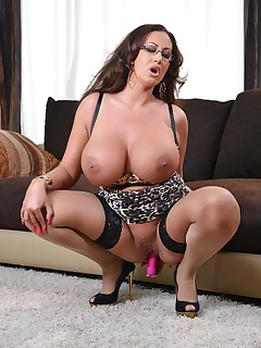 Statuesque and Stacked free photos and videos on DDFBusty.com