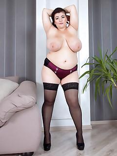 XL Girls - New Discovery - Mariya Mills (72 Photos)