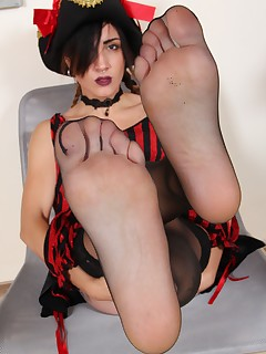 Free cosplay girls footfetish pictures - PiediDaFavola.com