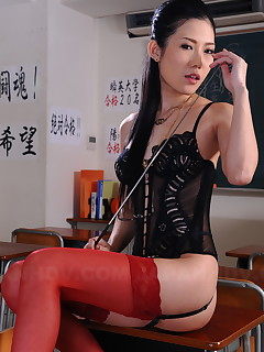 Arousing Yui Komine poses in her lingerie | Japan HDV