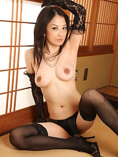 Asian darling Sayoko Machimura showing off | Japan HDV
